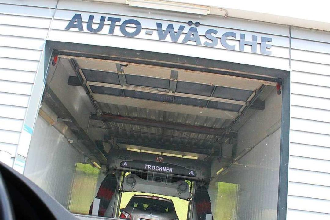 Eine Waschanlage beschädigen und davon... auch das ist Fahrerflucht. Symbolbild  | Foto: Victoria Langelott