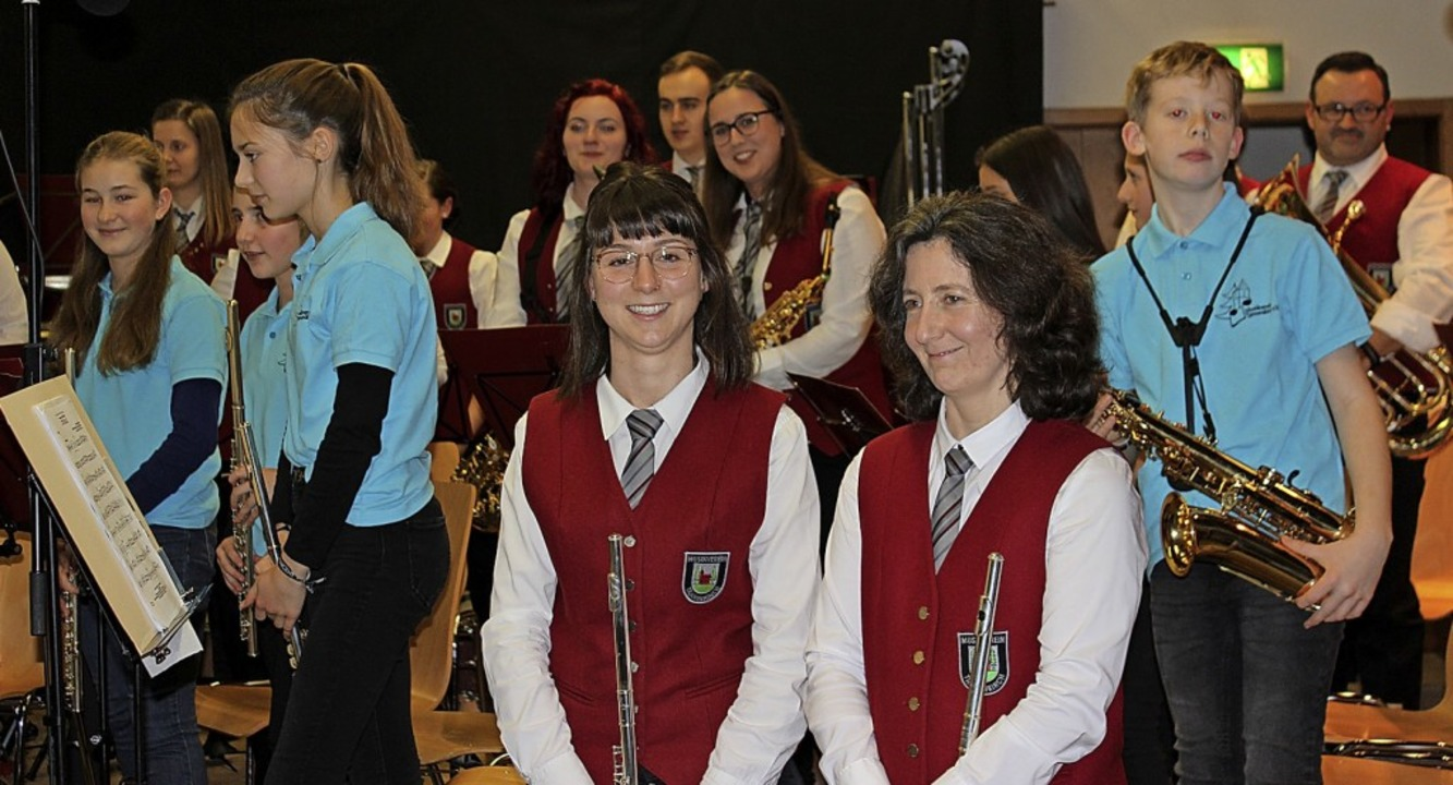 Jugendleiterin Isabelle Zumkehr (links... eröffnete das Konzert in Tannenkirch.    Foto: Antje Gessner
