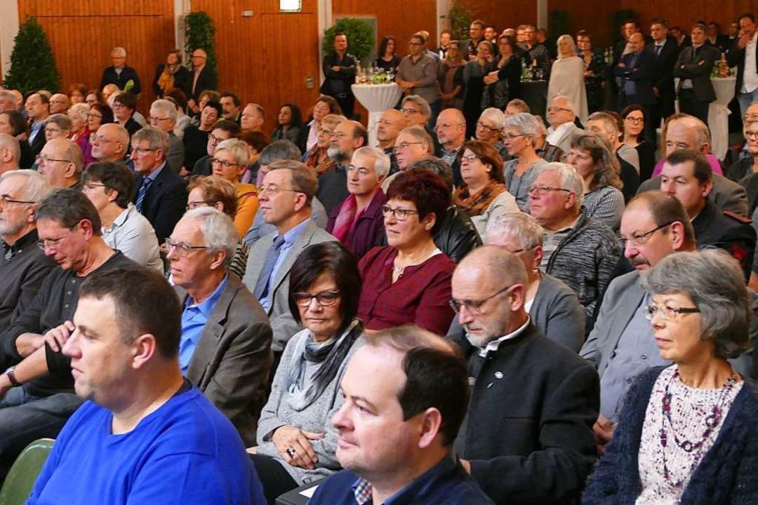 Zu den Gästen des Neujahrsempfangs geh...derat Rodolphe Schibeny (links vorne).    Foto: Victoria Langelott