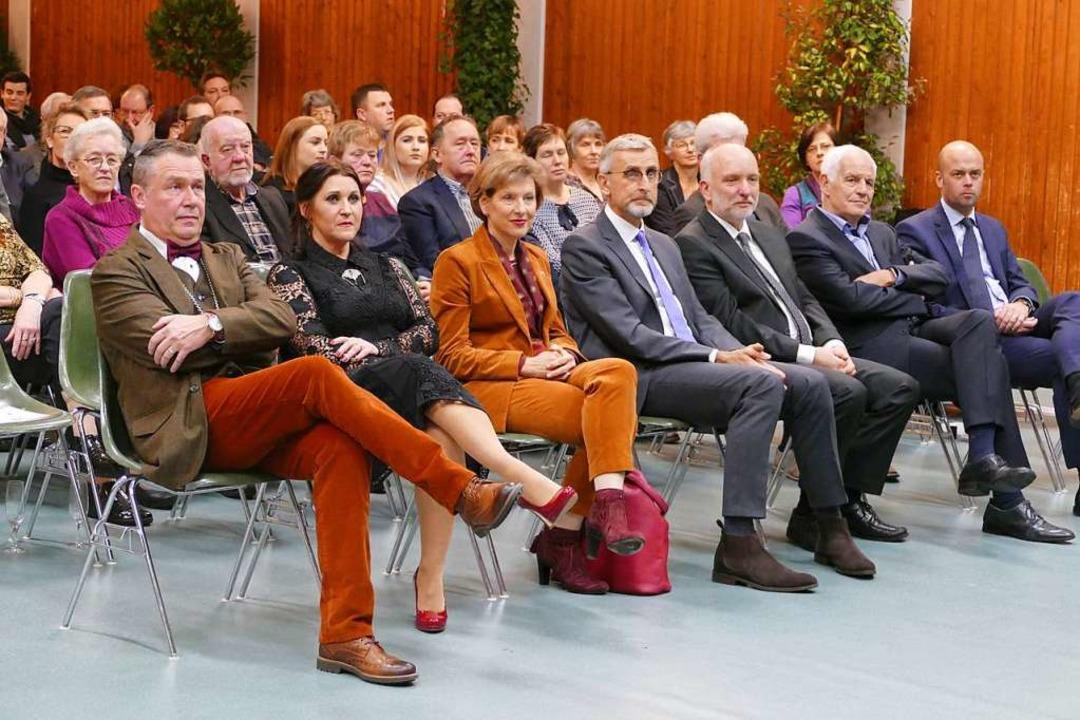 Die Ehrengäste saßen in der ersten Rei...ster Schmid und seine Frau Ana Isabel.    Foto: Victoria Langelott