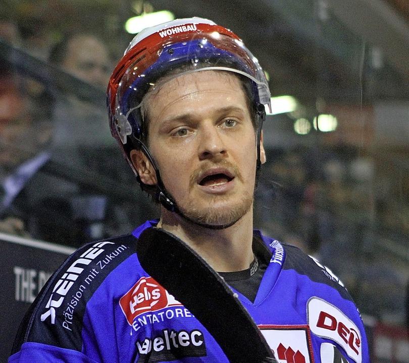 Alexander Weiß traf doppelt gegen Berl...eimspiel gegen die Eisbären mit 3:5.      Foto: Dieter Reinhardt