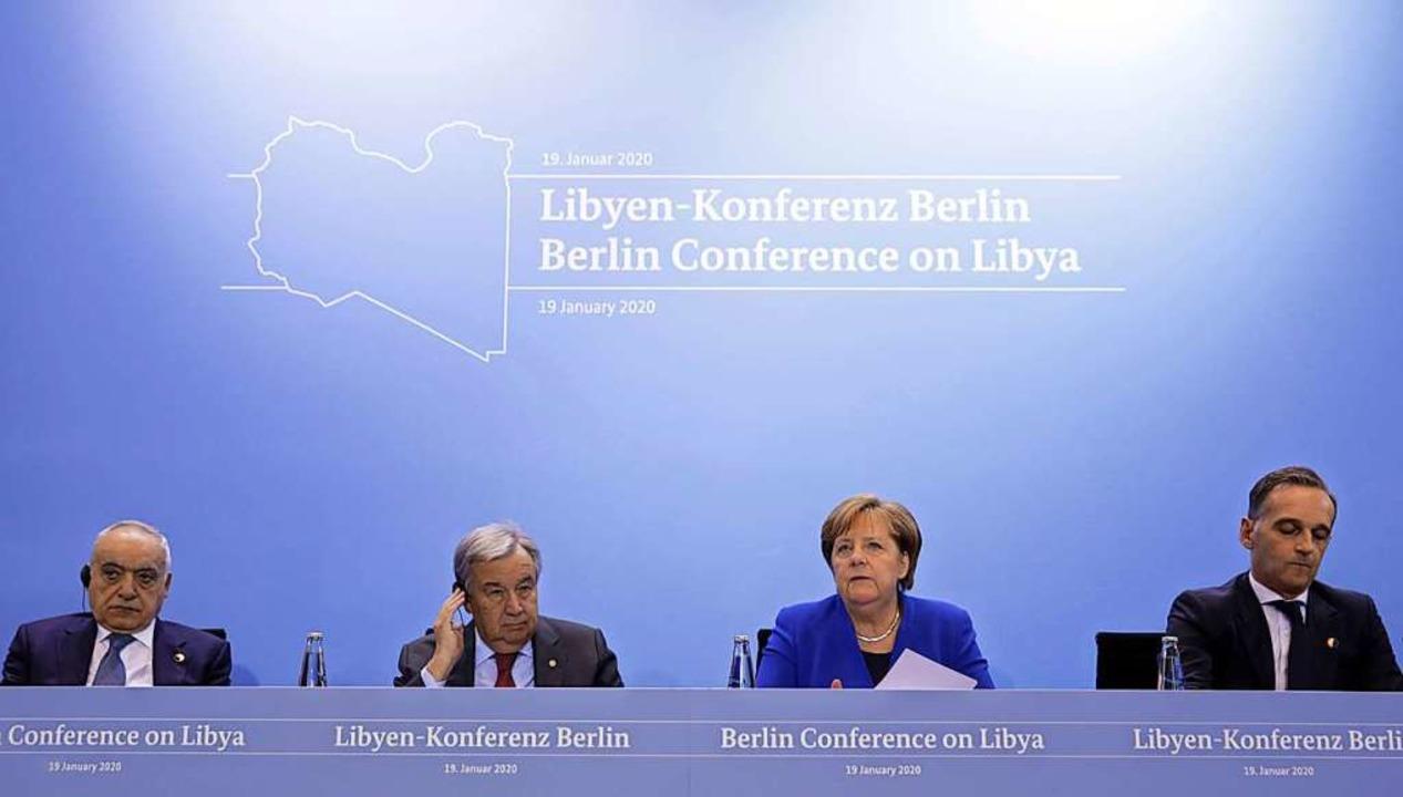 Bundeskanzlerin Angela Merkel (CDU) sp...n-Konferenz auf einer Pressekonferenz.  | Foto: Axel Schmidt (dpa)