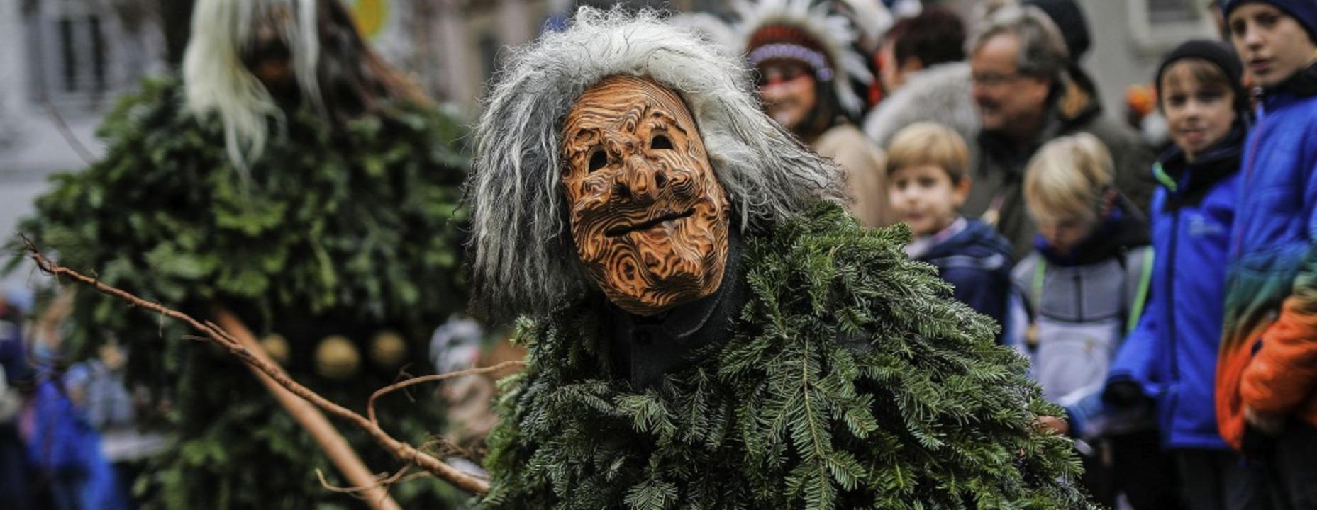 Masken- und Hästräger der schwäbisch-a...te feierten in Stuttgart ausgelassen.     Foto: Christoph Schmidt (dpa)