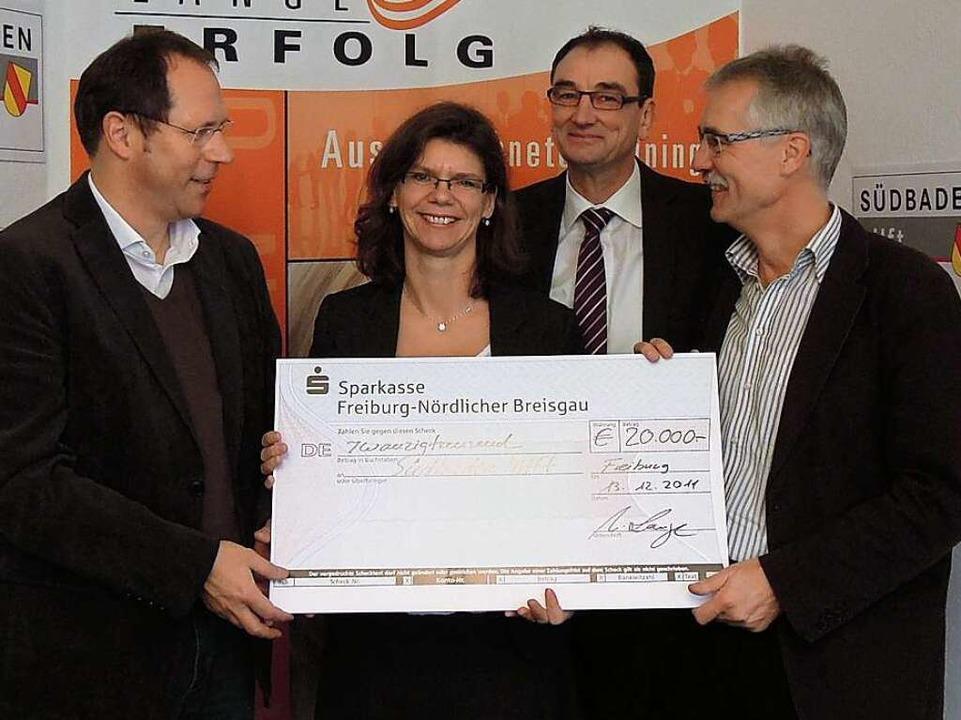 Ursula und André Lange (Mitte)  von de... und Thomas Fricker, Badische Zeitung.  | Foto: Reiser