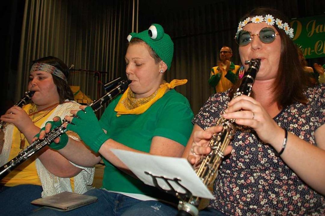 Der Minsler  Musikverein spielte in bu... ist auch der Patenverein der Frosche.  | Foto: Petra Wunderle