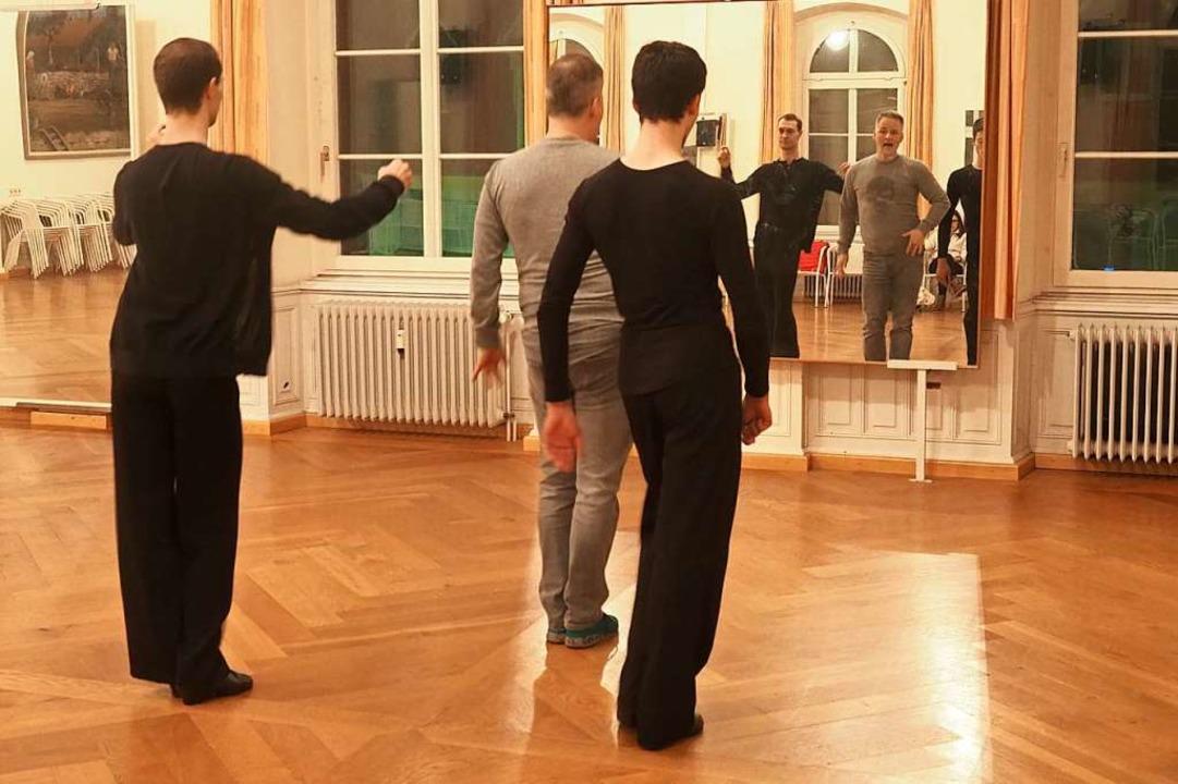 Das wohl wichtigste Trainingsutensil für Tänzer: der Spiegel.    Foto: Jutta Geiger