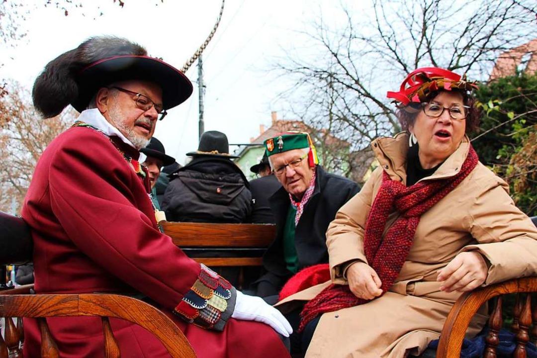 Auch der Ministerpräsident mit Gattin ...waren mit der Pferdekutsche unterwegs.    Foto: Uli Spielberger