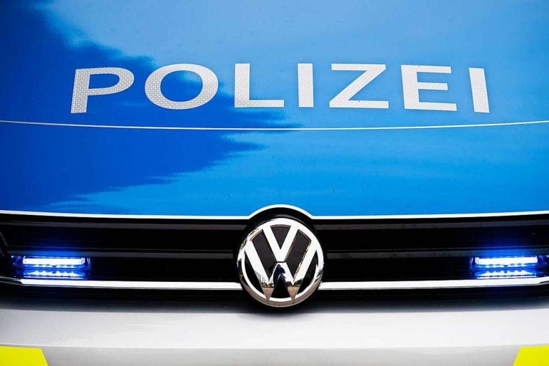 Das Kennzeichen des Verursacherfahrzeugs wurde an der Unfallstelle entdeckt.   | Foto: Lino Mirgeler (dpa)