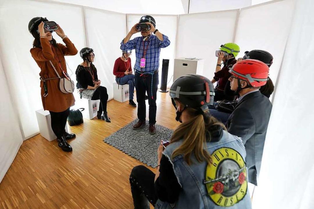 Erweiterte Realität per Smartphone erl...h- und Diskurstheaters im Kunstverein.  | Foto: Christoph Breithaupt