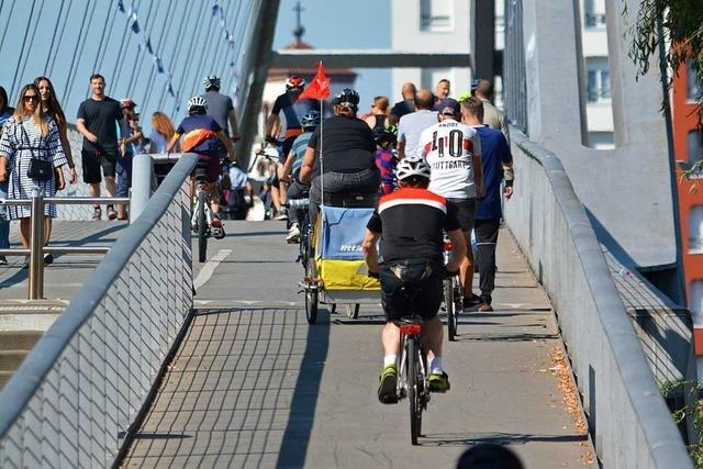 Wird über den Rhein eine Brücke für Radfahrer gebaut?