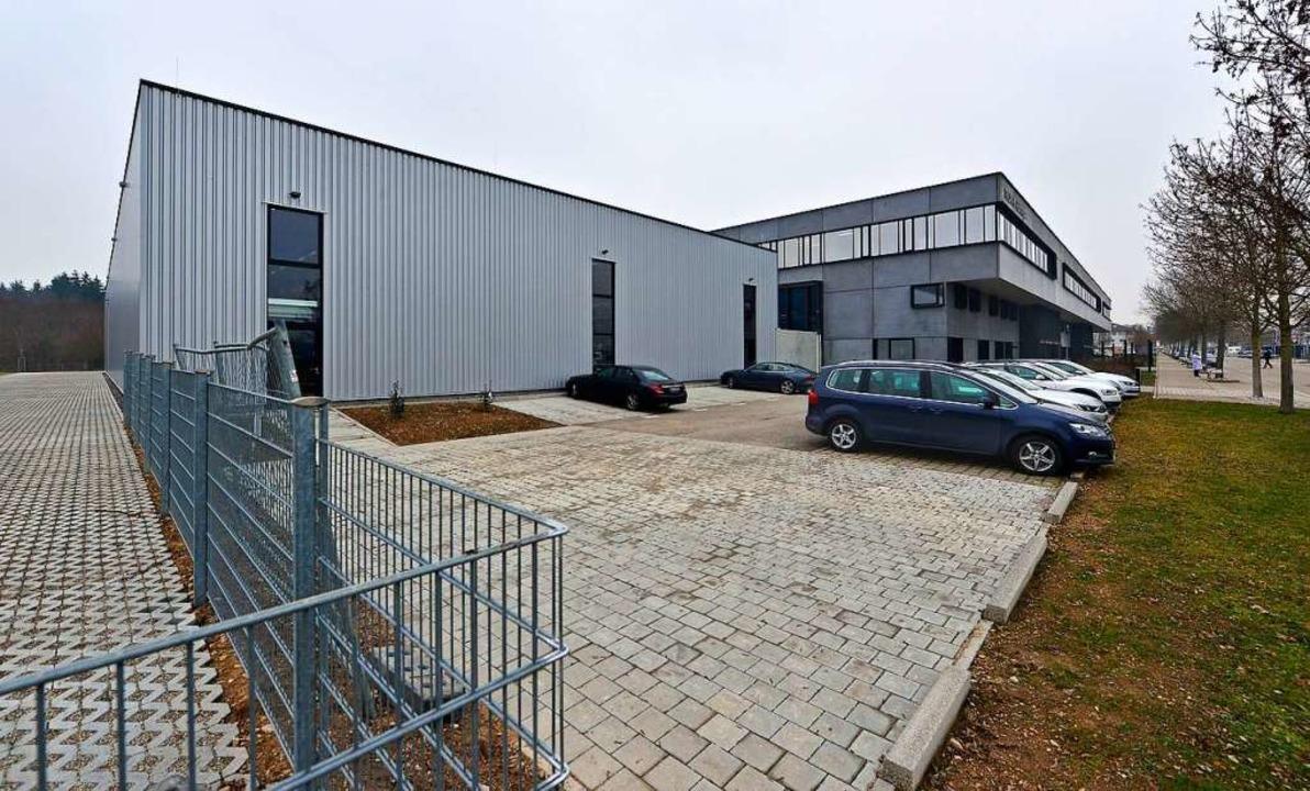 Der Stammsitz von Trumpf Hüttinger im ...nd das 2019 eröffnete Logistikzentrum)  | Foto: Michael Bamberger