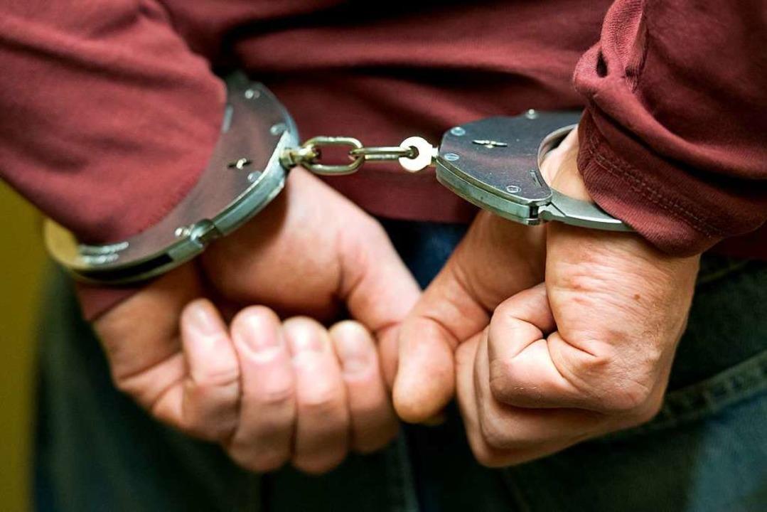 Die Polizei hat einen 44-Jährigen fest... eingebrochen haben soll (Symbolbild).  | Foto: Sven Hoppe