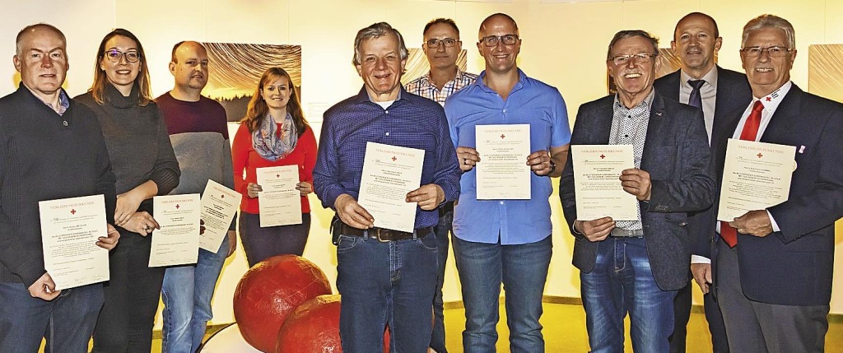 Blutspenderehrung (von links): Anton M... Eberhard Hummel (75 Mal). <rot></rot>  | Foto: Wilfried Dieckmann