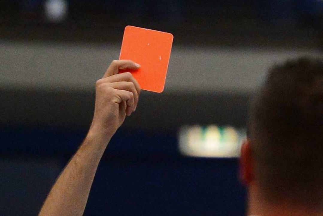 Schiedsrichter müssen konsequent sein.    Foto: Patrick Seeger
