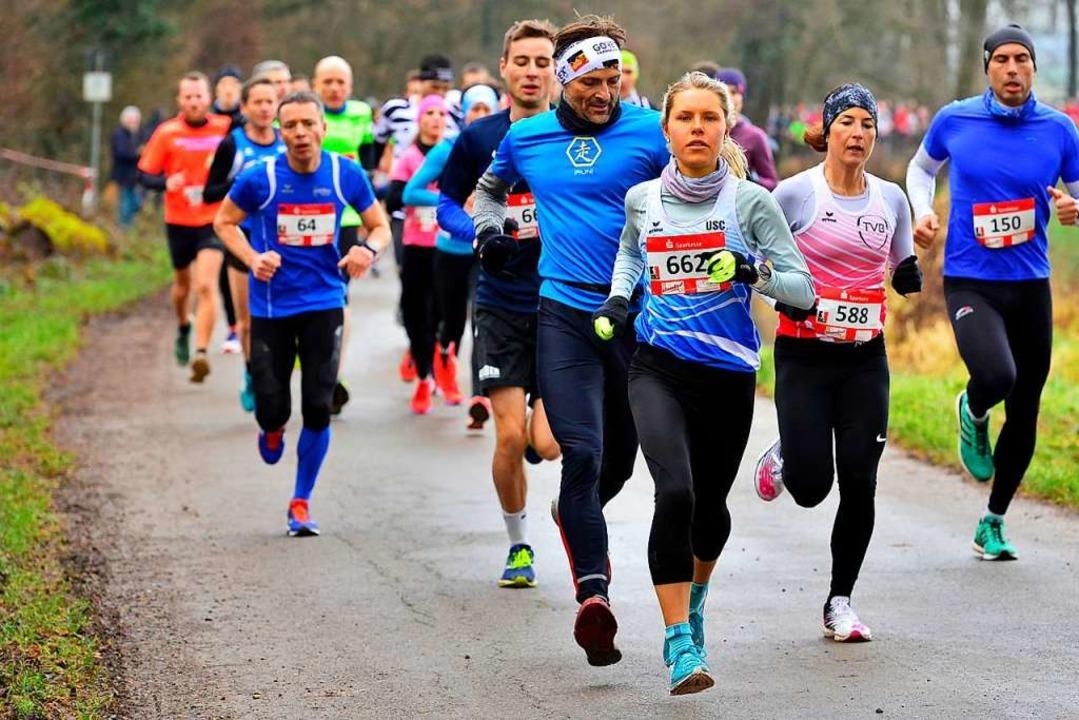 Auch Frauensiegerin Annika Autenrieth ...sönliche Bestzeit über zehn Kilometer.  | Foto: Daniel Thoma