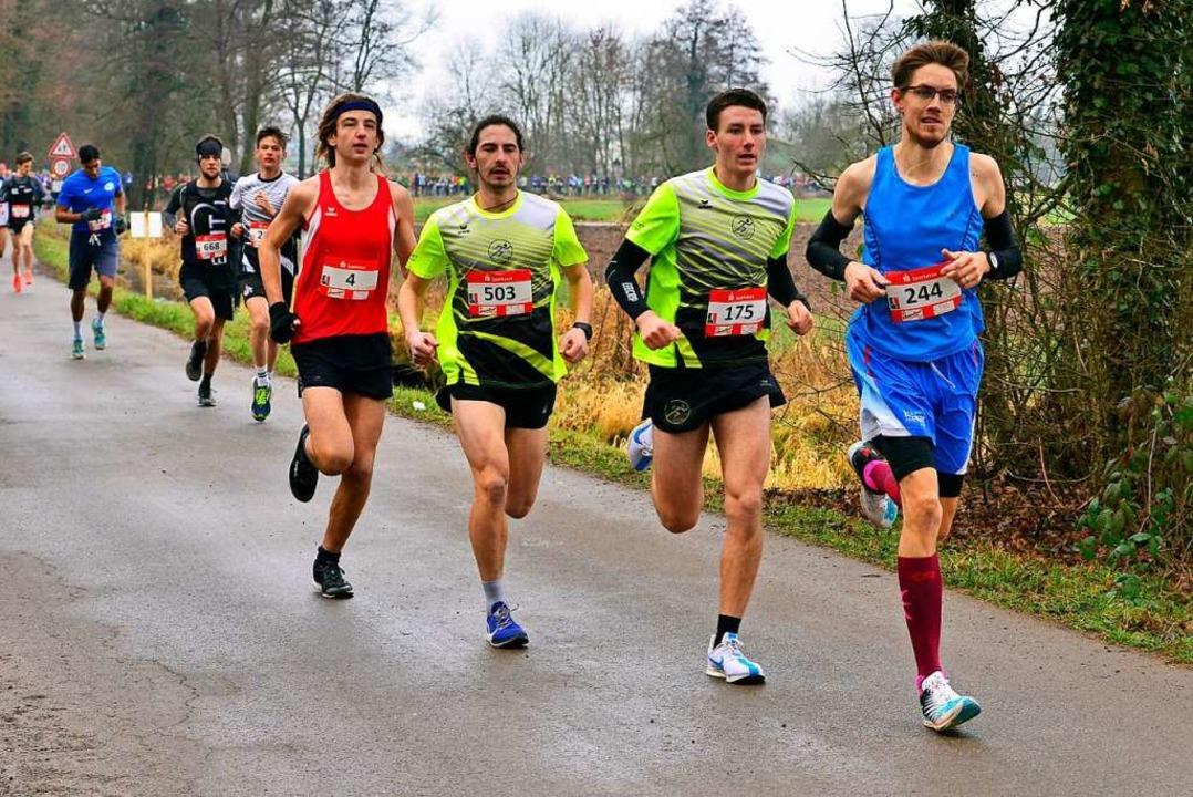 Verfolgergruppe mit Victor Larisch (vo...schnellsten Jugendlichen Tamis Kleinn.  | Foto: Daniel Thoma