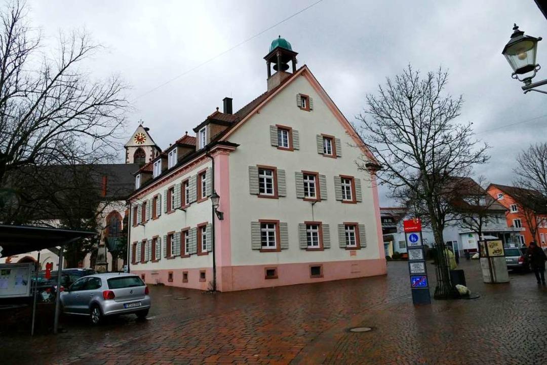 Ob das Alte Rathaus in Kirchzarten zum...entrum wird, entscheidet sich im März.  | Foto: Markus Donner