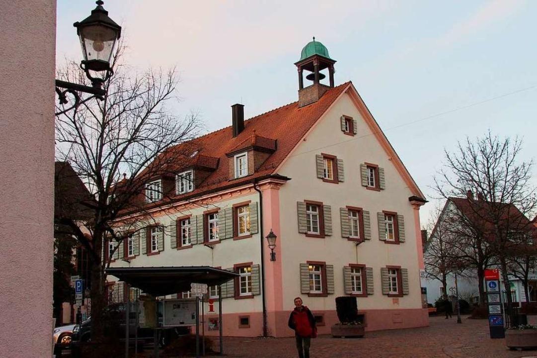 Soll über eine Genossenschaft in Bürge...bergehen: Altes Rathaus in Kirchzarten  | Foto: Markus Donner