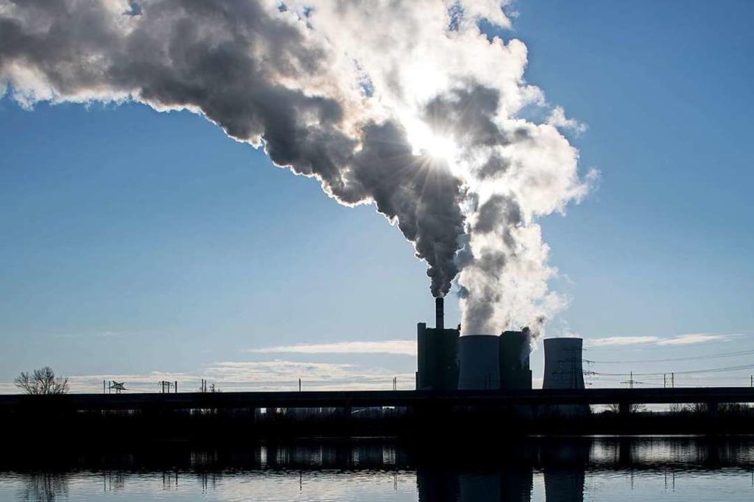 Das Braunkohlekraftwerk Schkopau soll noch bis 2034 laufen.  | Foto: Hendrik Schmidt (dpa)