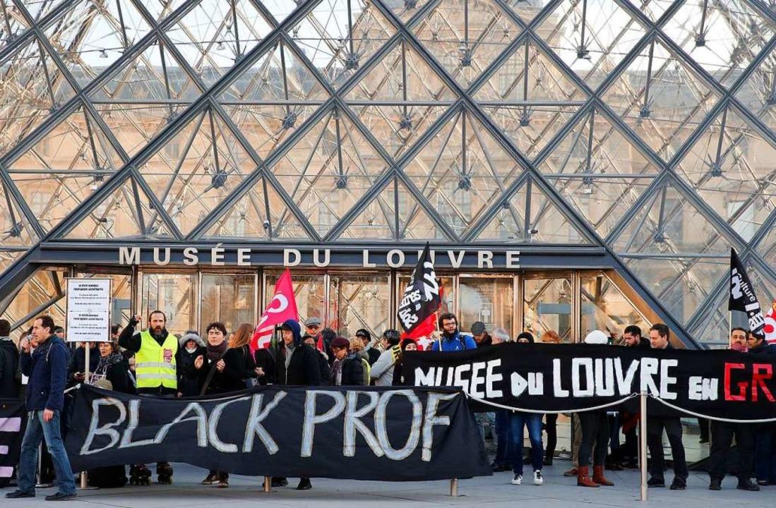 Kleine Gruppe, große Wirkung: Ein gute... zum Louvre. FOTO: Francois Mori (dpa)  | Foto: Francois Mori (dpa)