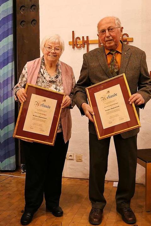 Evelyn und Gerhard Krüger wurden für 50 Jahre Mitgliedschaft  geehrt.  | Foto: Stefanie Pietsch
