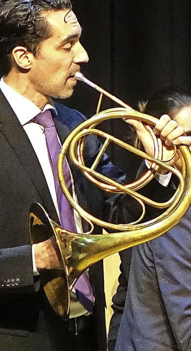 Der Hornist Johannes Dengler zeigte seine musikalische Brillanz auf der Bühne.   | Foto: Roswitha Frey
