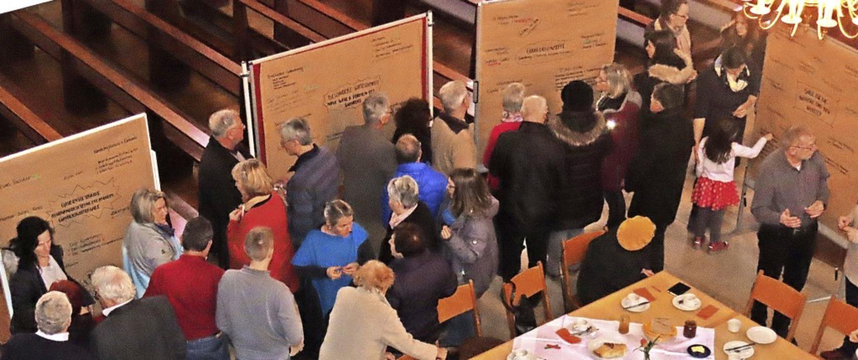 Die Pfarrversammlung in St. Magnus war...n vor Ort stand dabei  im Mittelpunkt.  | Foto: Gerd Leutenecker