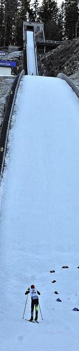 Aufwärts: Anstieg im   steilen Auslauf der  70-Meter-Schanze  | Foto: Annemarie Zwick