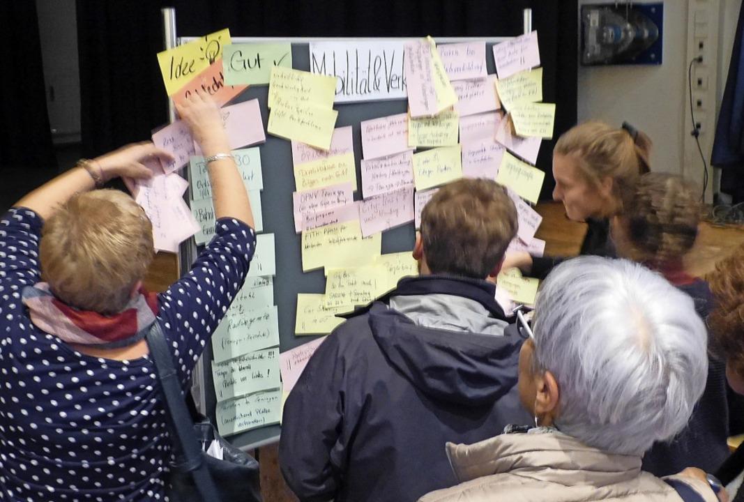 Zahlreiche Anregungen kamen beim Aufta...die Tafel zum Thema Verkehr bestückt.   | Foto: Aribert Rüssel