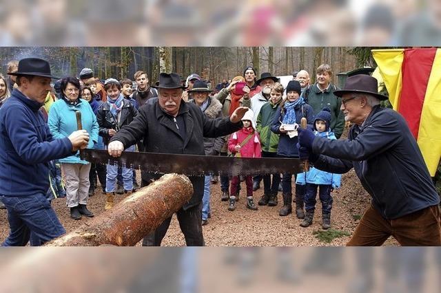 Holzversteigerung mit Volksfestcharakter