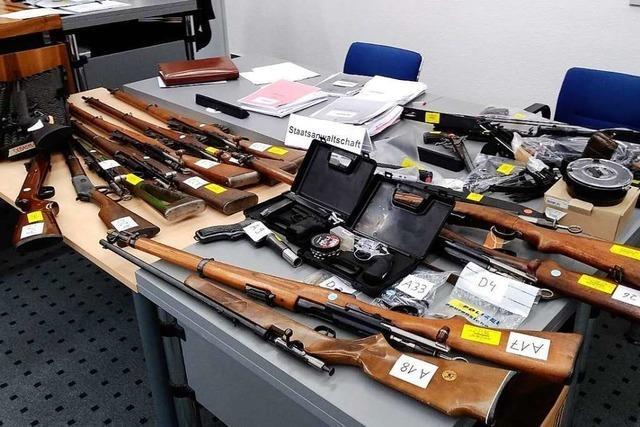 Sachse hortet 13 Waffen in der Schweiz - Bewährungsstrafe