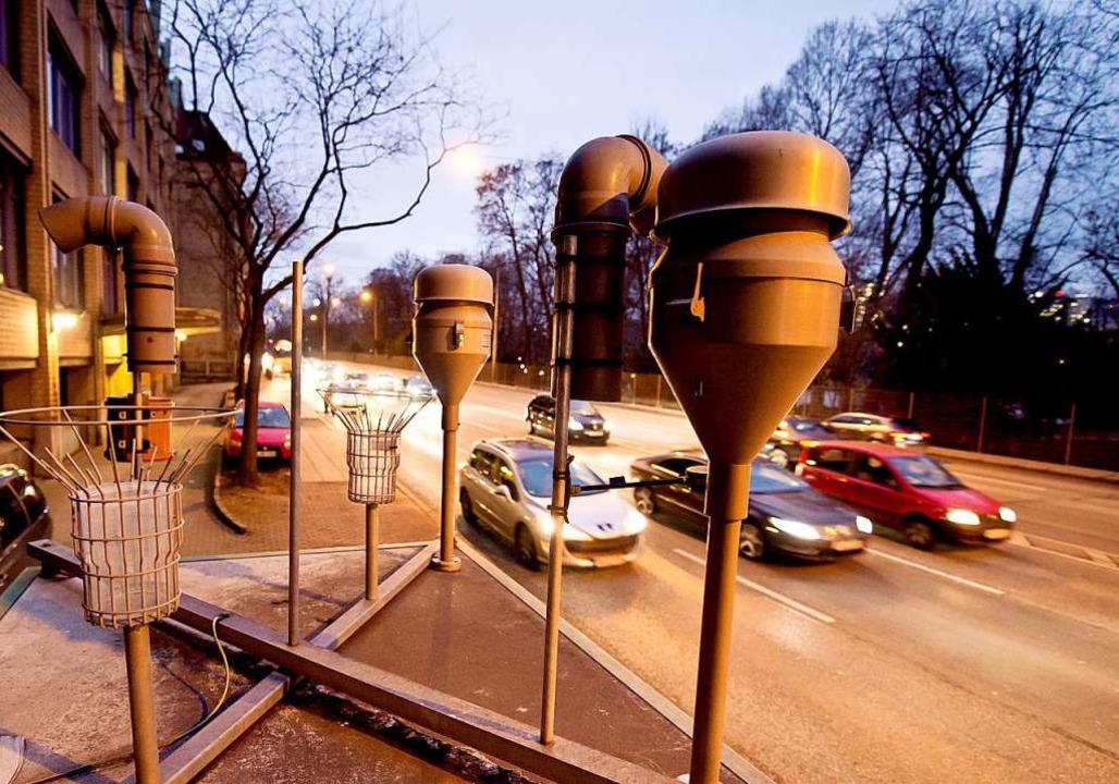 Messstation zur Überwachung der Sticks...id-Belastung am Neckartor in Stuttgart  | Foto: Daniel Naupold