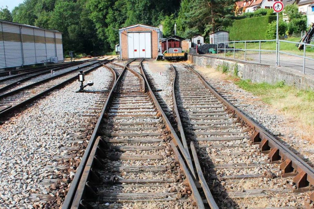 Der Bahnhof in Kandern – das Gle...gten tabu. Auch für den Bürgermeister.  | Foto: Victoria Langelott