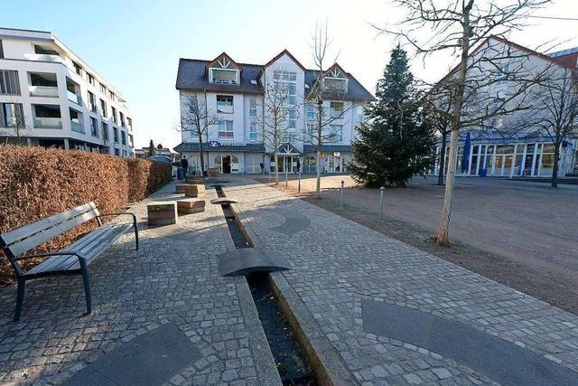Der Högebrunnenplatz in Freiburg-Hochdorf wird bald fertig