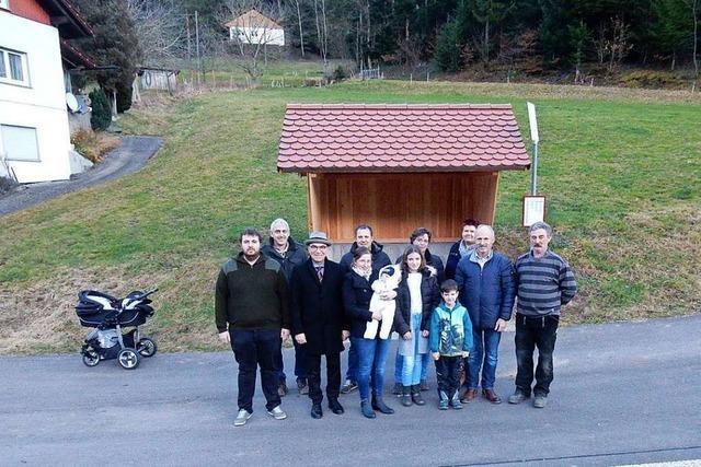 Bürger bauen Bushäuschen im Hintertal von Oberprechtal