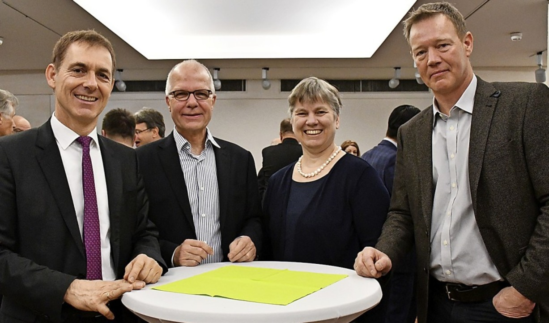 Jörg Lutz, Hans-Werner Breuer, Marion ...nd Andreas Berin beim Neujahrsempfang.    Foto: Barbara Ruda