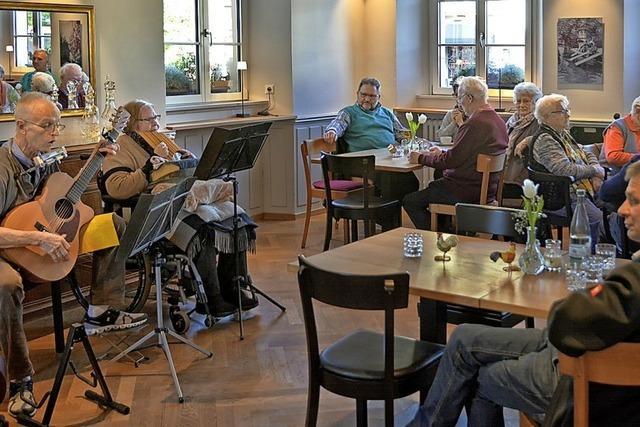 Heimelige Kaffeerunde mit musikalischen Akzenten