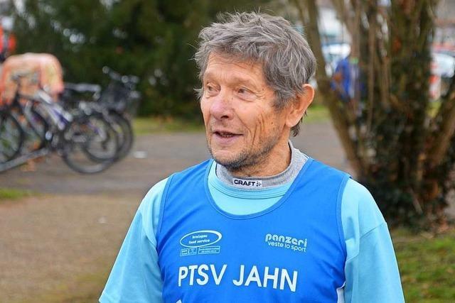 Wie sich der Freiburger Klaus Holfeld mit fast 80 Jahren zurück ins Leben läuft