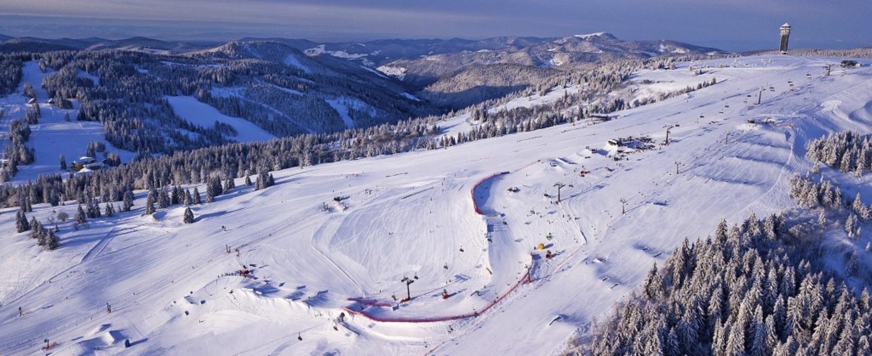 Die Piste der Snowboardcrosser am Feld... fehlt den Kursbauern genügend Schnee.  | Foto: Baschi Bender