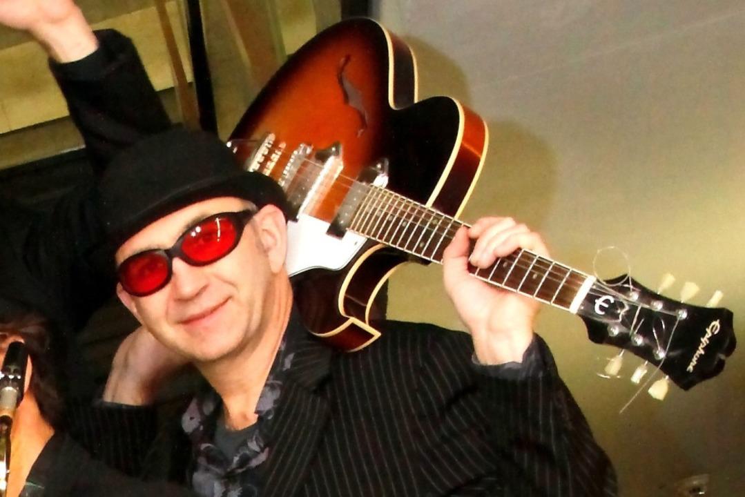 """Leadgitarrist Rolf """"Royce""""...rd in Ewattingen auf der Bühne stehen.    Foto: Jogi Ritter"""