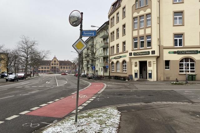 Fahrradfahrer wird in Freiburg-Brühl von Lkw überrollt und schwer verletzt