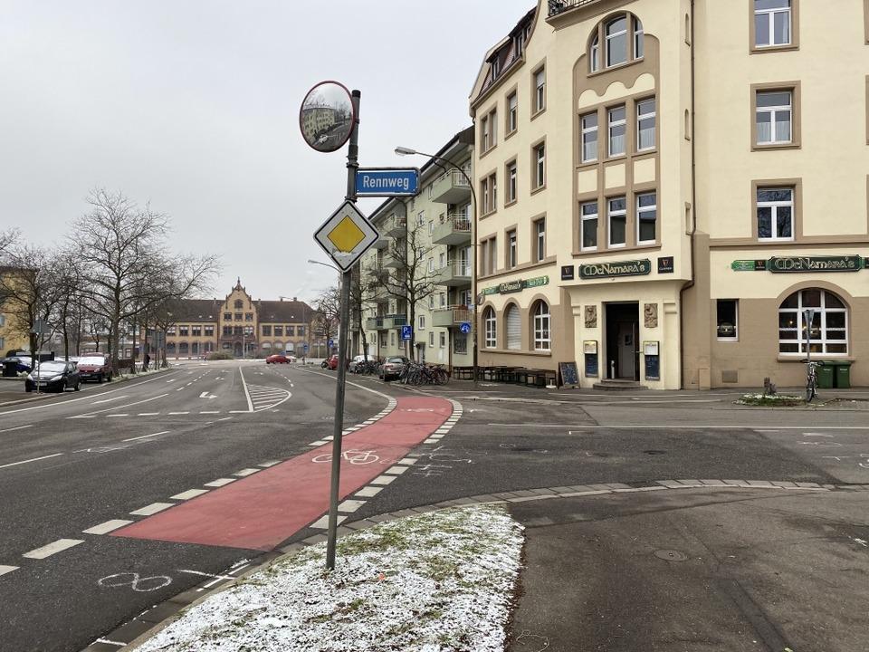 An der Ecke Rennweg/Waldkircher Straße...fahrunfall mit einem Schwerverletzten.  | Foto: Anika Maldacker