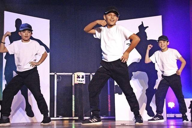 Nachwuchs zeigt auf der Bühne Talent