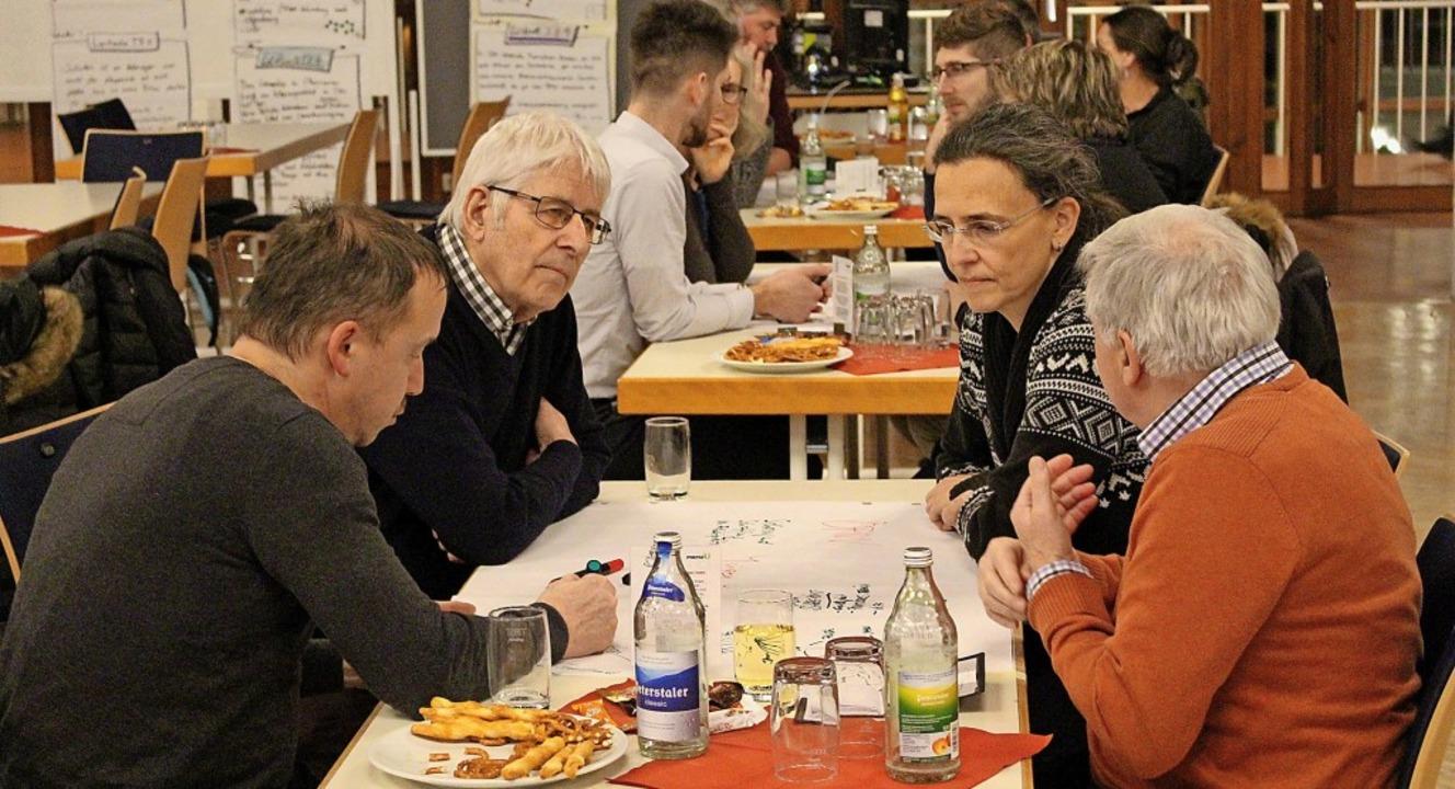 Vierergruppen erarbeiteten Schwerpunktlisten.   | Foto: Reiner Beschorner