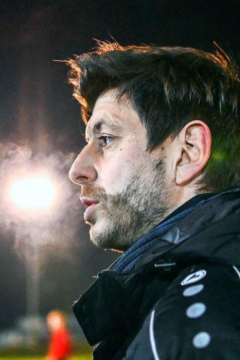 Mit heißem Atem in der Kälte: BSC-Trainer Dennis Bührer  | Foto: Patrick Seeger