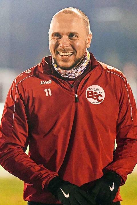 Torjäger Santiago Fischer lässt sich a...grad nicht seine gute Laune verderben.  | Foto: Patrick Seeger