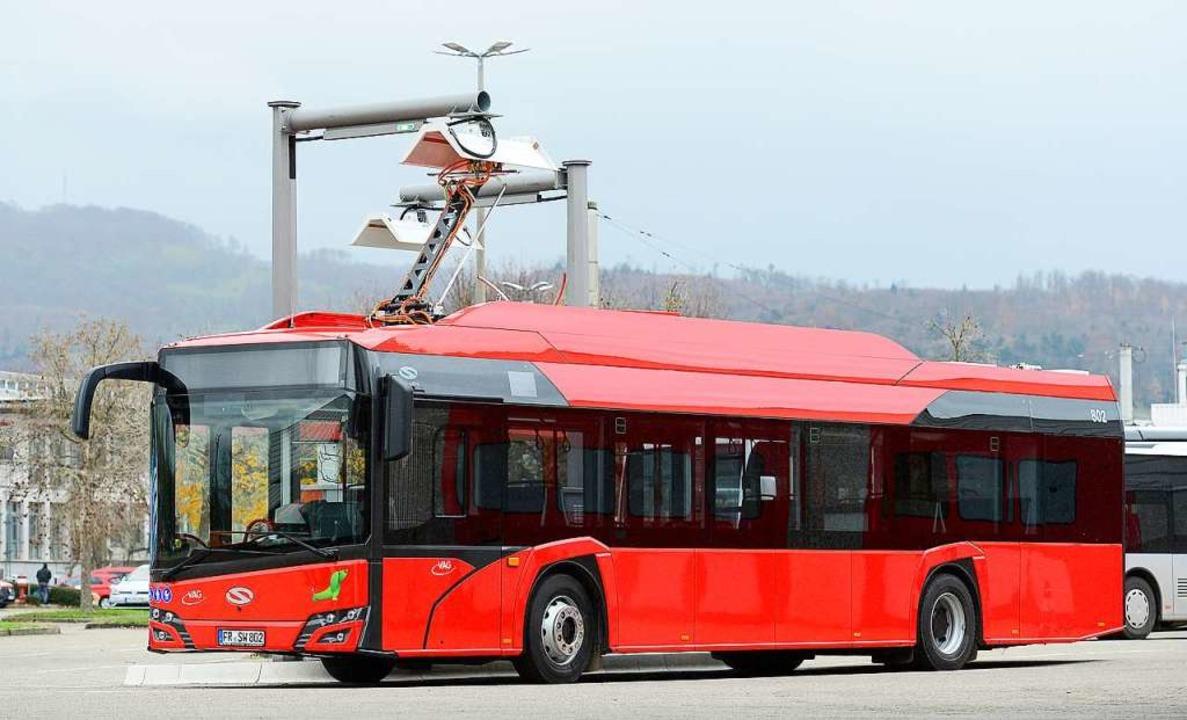 Im Februar will die Freiburger VAG ers...eriebusse im Linienverkehr einsetzen.   | Foto: Ingo Schneider