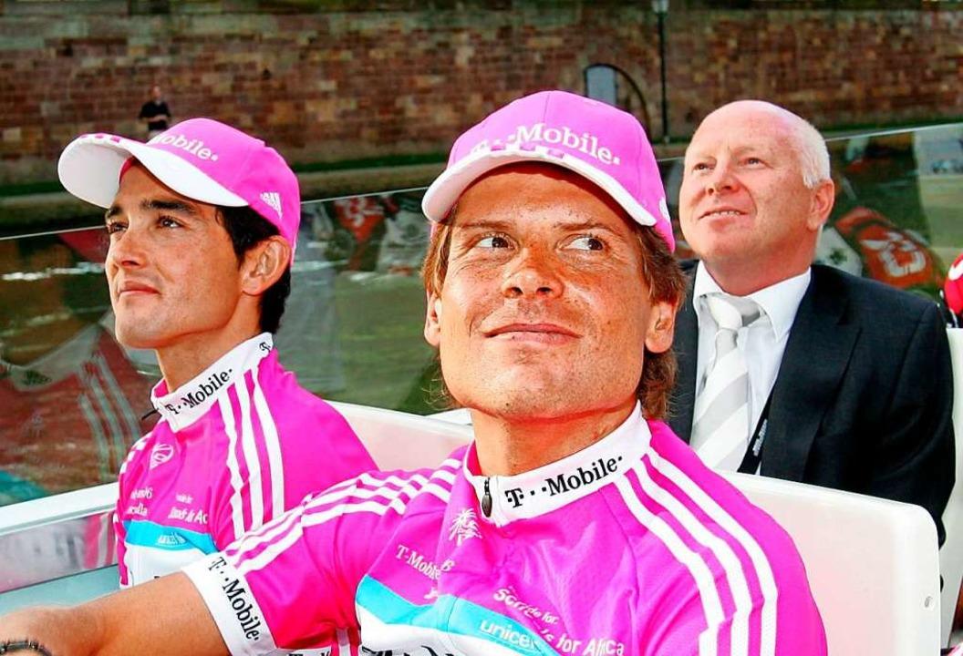 Mal nicht auf dem Rad, sondern voller ...Sevilla, Jan Ullrich und Rudy Pevenage  | Foto: A3397 Gero Breloer