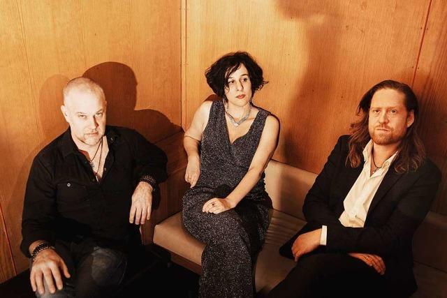 Lisa Bassenge mit neuen Songs im Burghof Lörrach