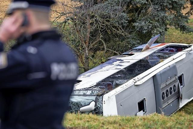 Zwei Schüler sterben bei Busunfall